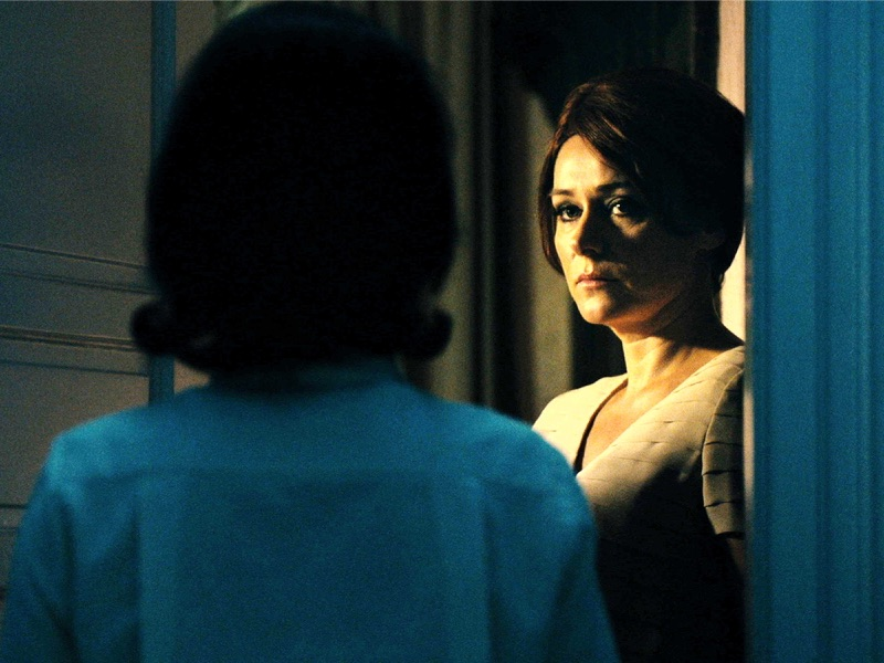 DOB still 003 Chiara DAnna as Evelyn Sidse Babett Knudsen as Cynthia